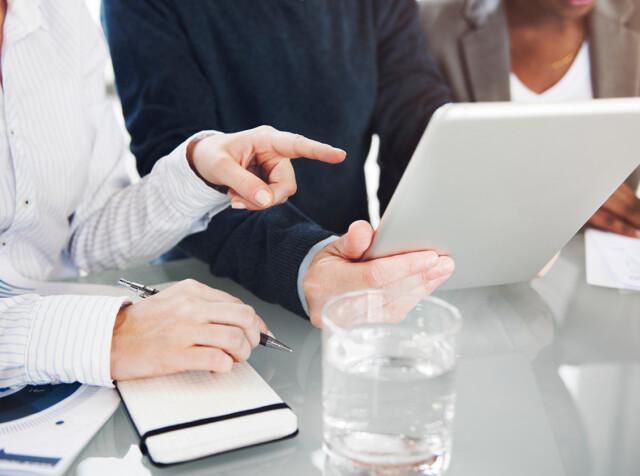 Brainstorming-colleagues-conversation