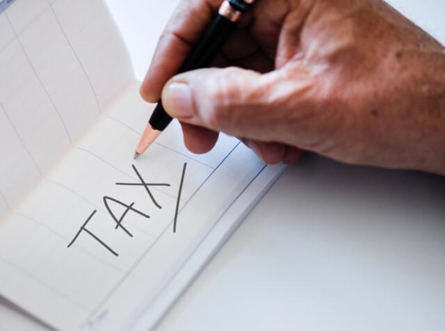 Tax Hand2
