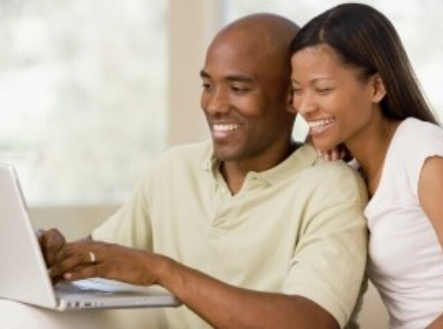 2015 11 17  Couple With Computer 300X200